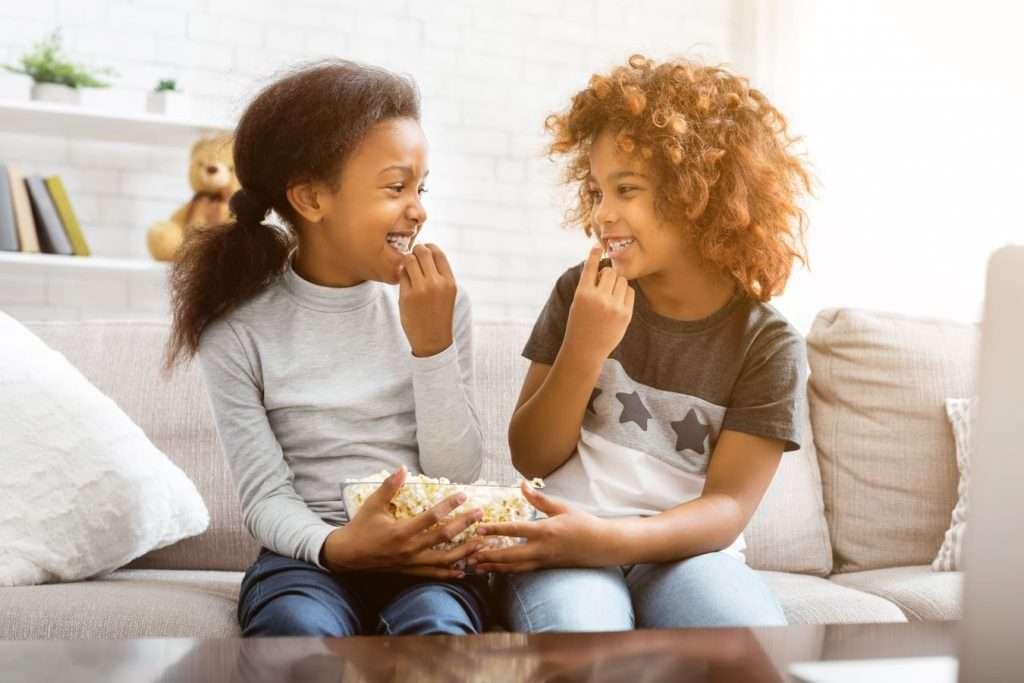Kids eating popcorn - Children's Dentistry of Lincoln